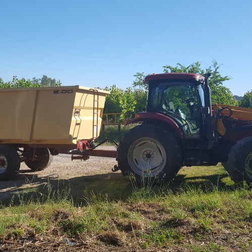 tractor-Berguedà-tourism-rural